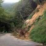 加波山の林道の崖崩れ